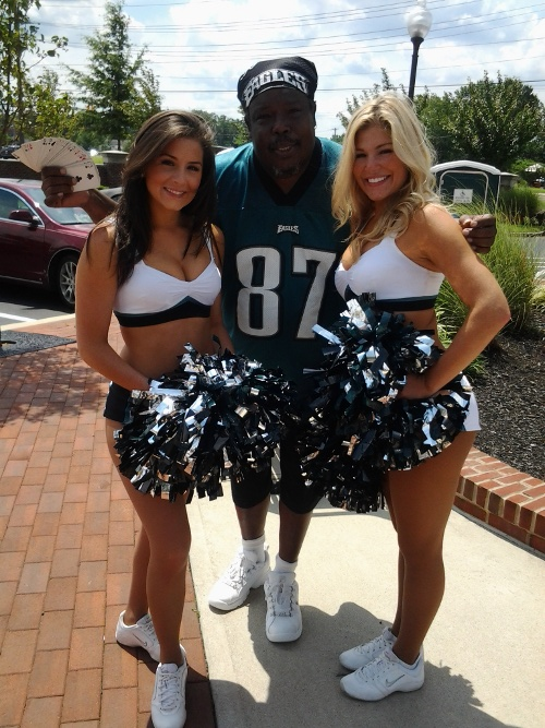 Toe-knee-with Eagles Cheer Leaders